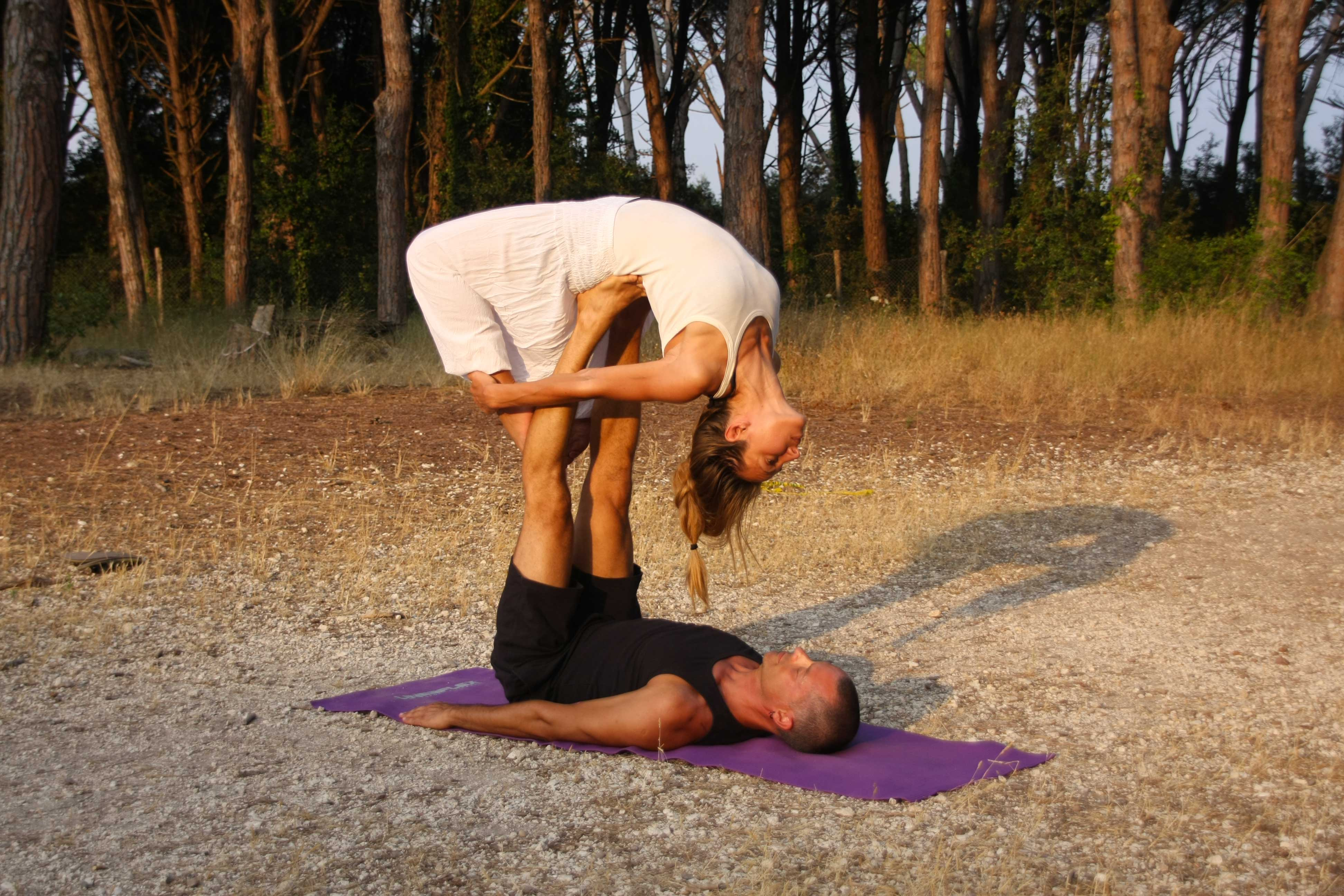 yoga di coppia: partner sati dynamic